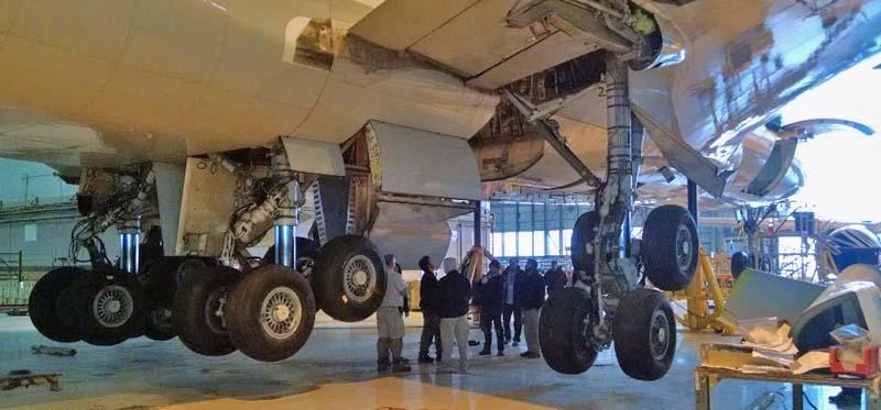747 Supertanker gear swing