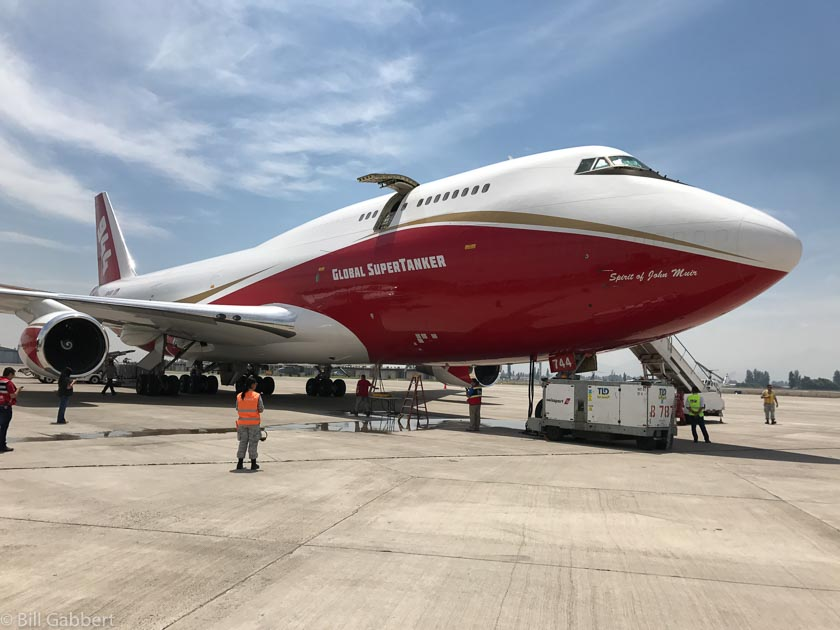747 Supertanker drops on its first fire in Chile