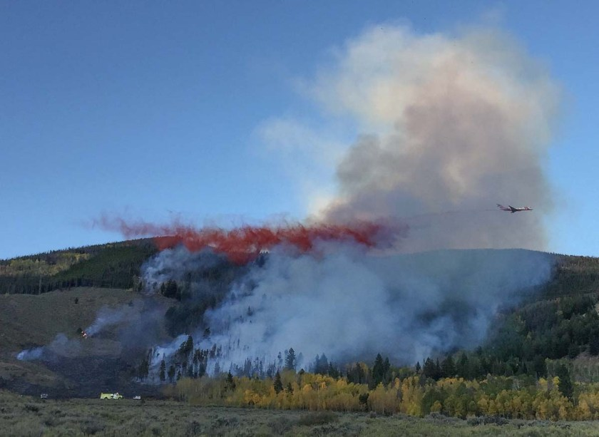 MD-87 air tanker drops Tenderfoot 2 Fire