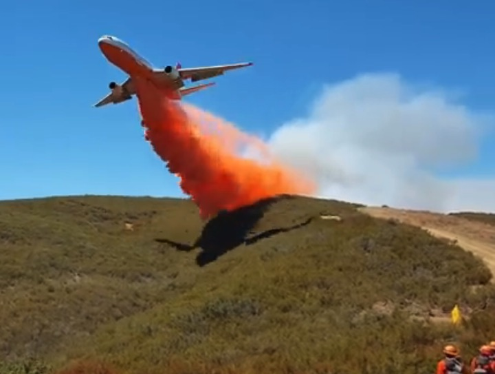 DC-10 retardant drop
