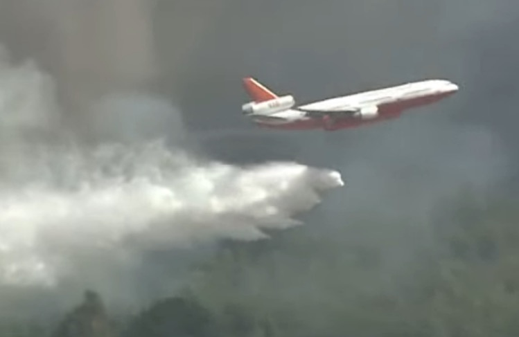 Air Tanker 910 drops wildfire Chile