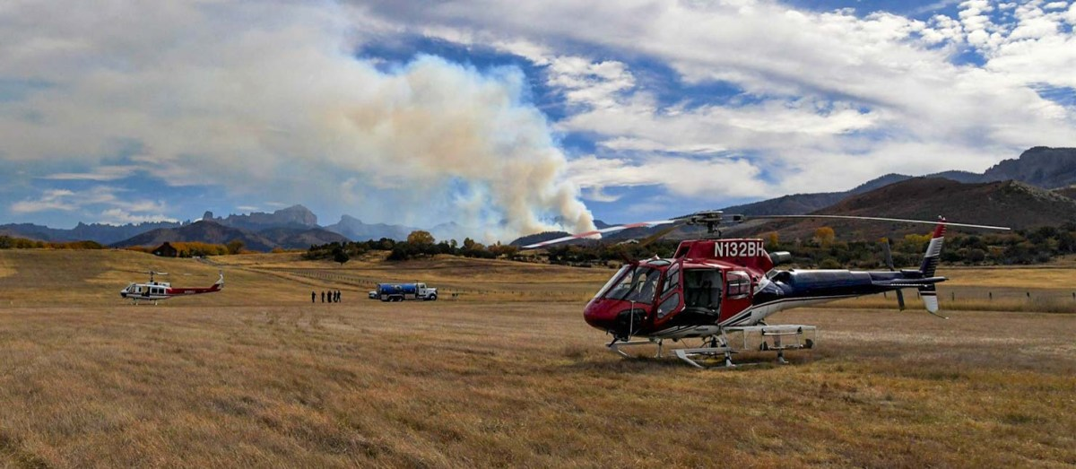 Helicopters at the Cow Creek Fire