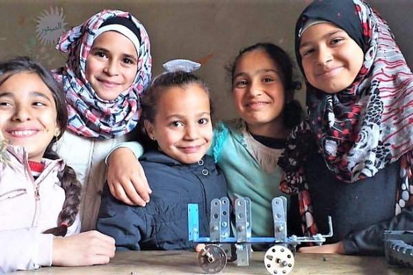 Syrian girls in a Firefly for Syrians practical engineering class