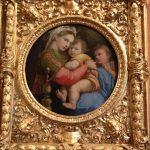 ラファエロ作「小椅子の聖母」-愛情深い母のまなざし。