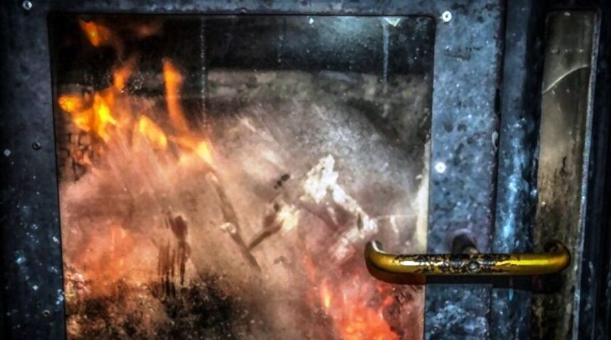 how to clean fireplace glass foggy