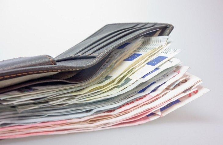 Bargeld in ledergeldbörse