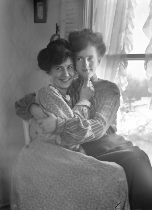 http://www.thegailygrind.com/2013/03/21/lgbt-history-photos-of-gay-couples-from-the-1880s-1920s-tbt/