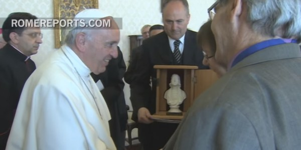 Pope_Bust_presentation