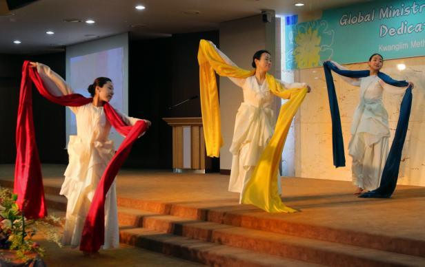 asia-dedication-seoul-2017-dancers-edited-revised-616×388