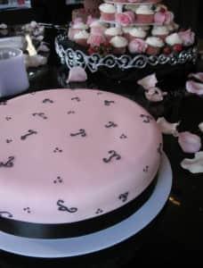 Wett Lemon Cake with Pink Fondant
