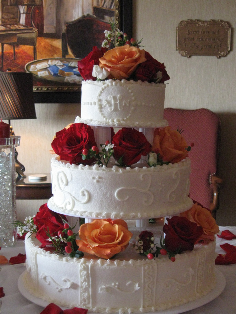 Wonderful Autumn Vanillabean Knoxville, TN Wedding Cake With Columns