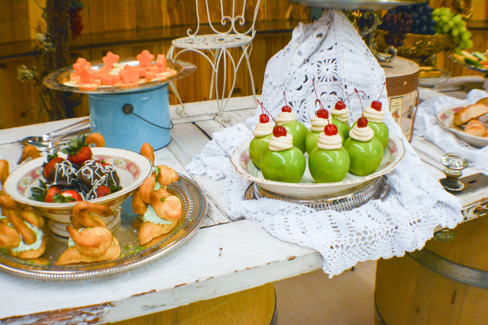 Key Lime Swans and Caramel Buttercream Apples Wedding Catering