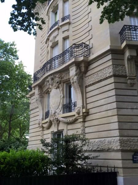 Paris bldg balc 1