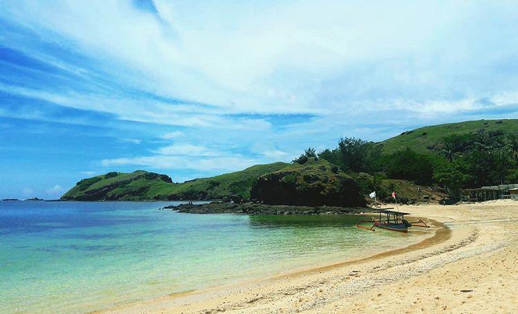 Pantai Tanjung Aan Lombok, Sepotong Surga Kecil Yang Wajib Dikunjungi