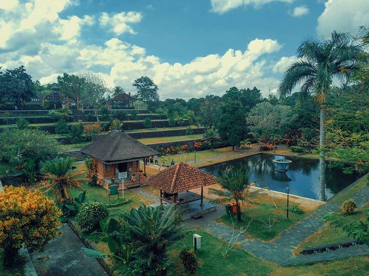 Asyiknya Mengunjungi Taman Narmada di Lombok