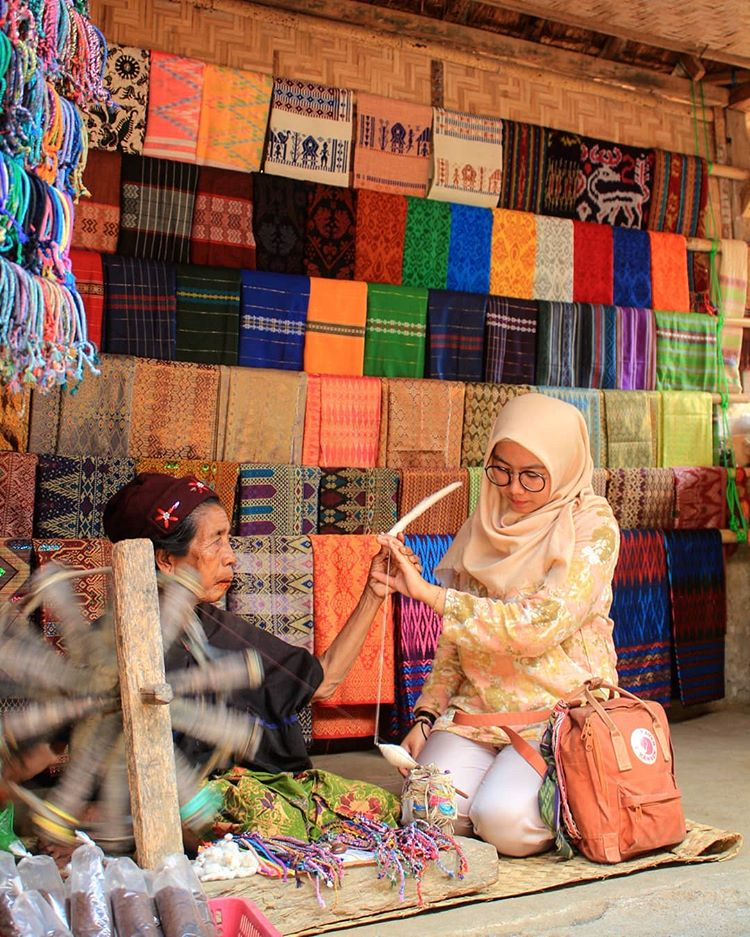 Kain Tenun Desa Sade Lombok, sumber ig illa.mestika92