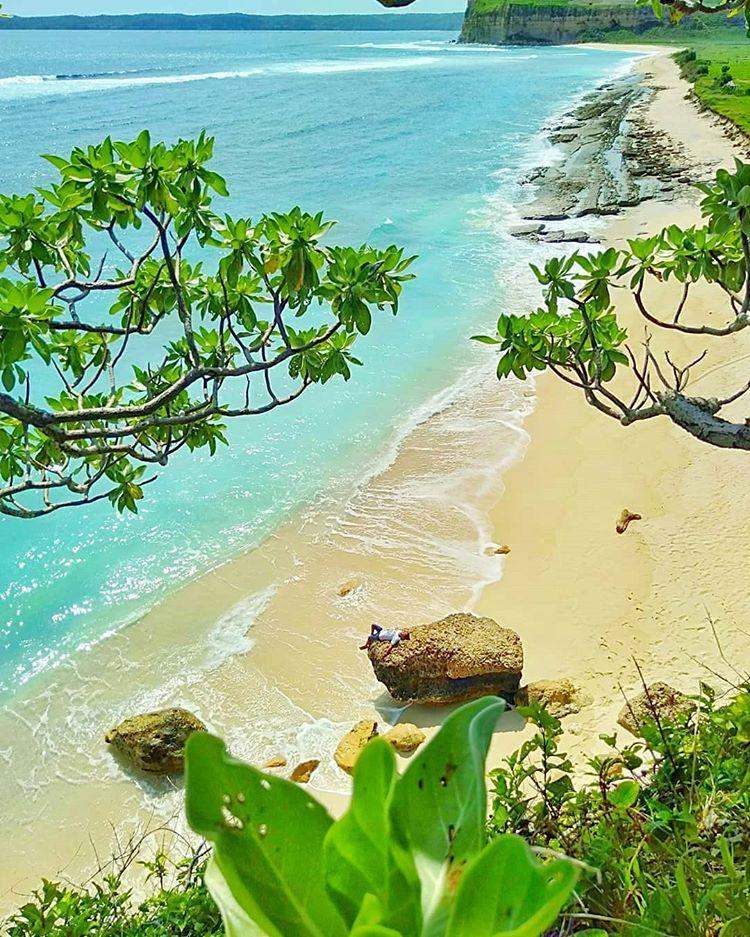 Pemandangan Pantai Ekas, sumber ig travelbloggerid