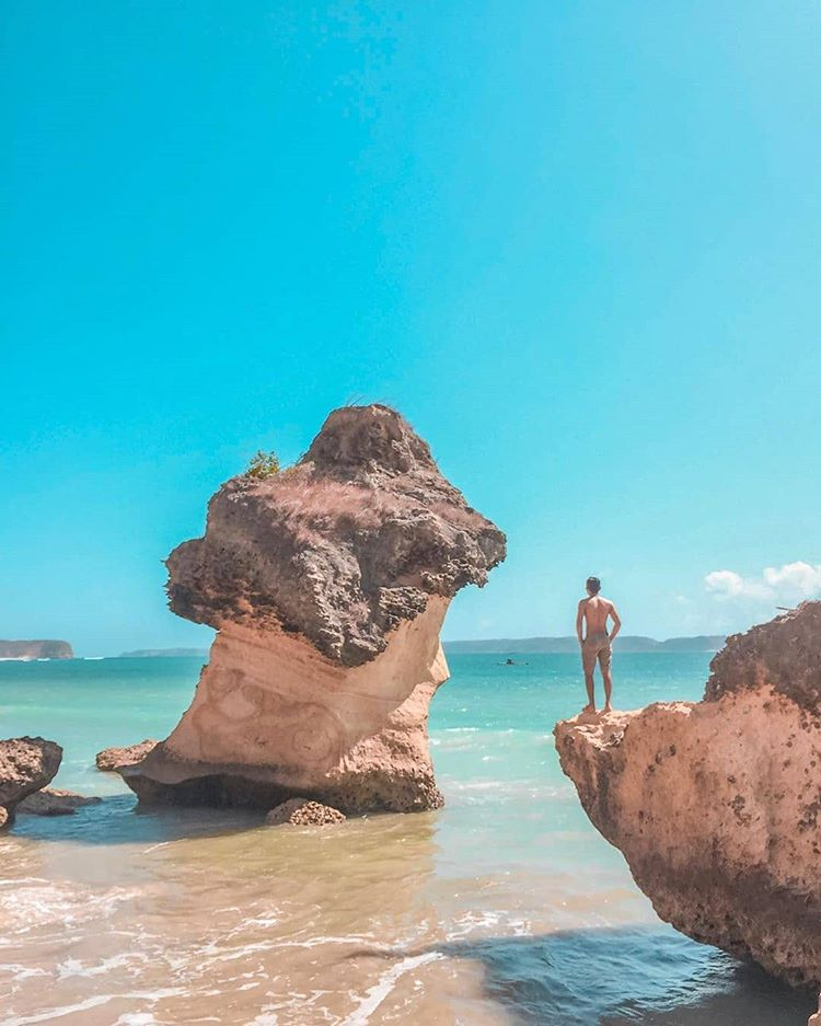 Spot Indah di Pantai Ekas, sumber ig indozonetravel