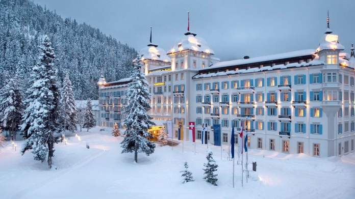 یورپ کے 5 ایسے ہوٹلز، جہاں سردیوں میں گزاری جانے والی ہر رات اپنا ایک نیا رنگ دکھاتی ہے