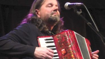 Radoslav red accordion