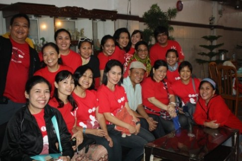 The team with broadcast journalist Howie Severino.