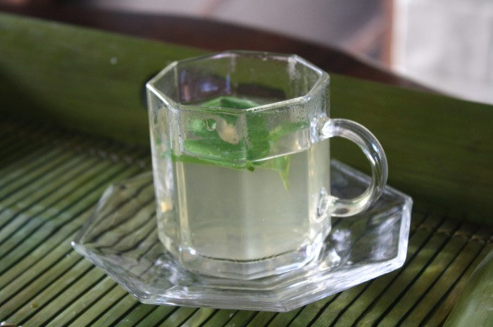 The five-leaf tea as welcome drink.
