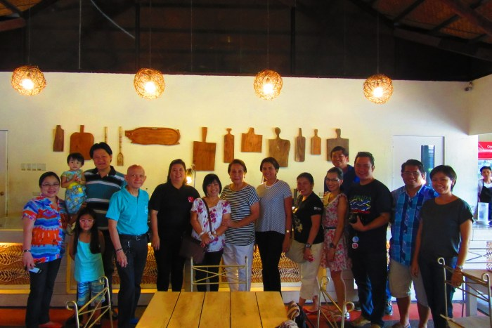 Mely's (8th from left) with bloggers and tour operators.