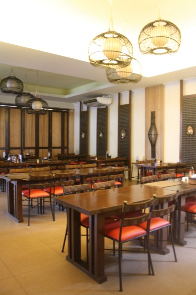 There are air-conditioned rooms for private meetings and occasions.