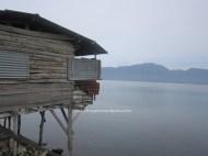 Pondok-pondok yang membuat nilai estetika Danau Singkarak jadi berkurang. Tapi di pondok ini kita bisa menikmati keindahan Danau Singkarak sambil makan