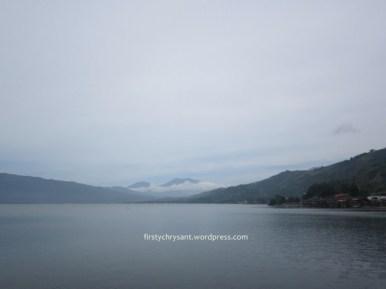 Danau Singkarak degan latar Gunung Merapi Gunung Singgalang