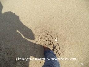 Pasirnya yang seukuran merica bikin kaki terbenam