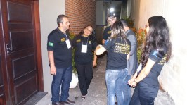 Equipe de backstage preparando o encontro