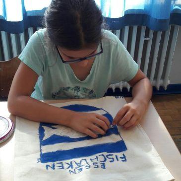 Textilgestaltung 4b zum Thema Fischlaken