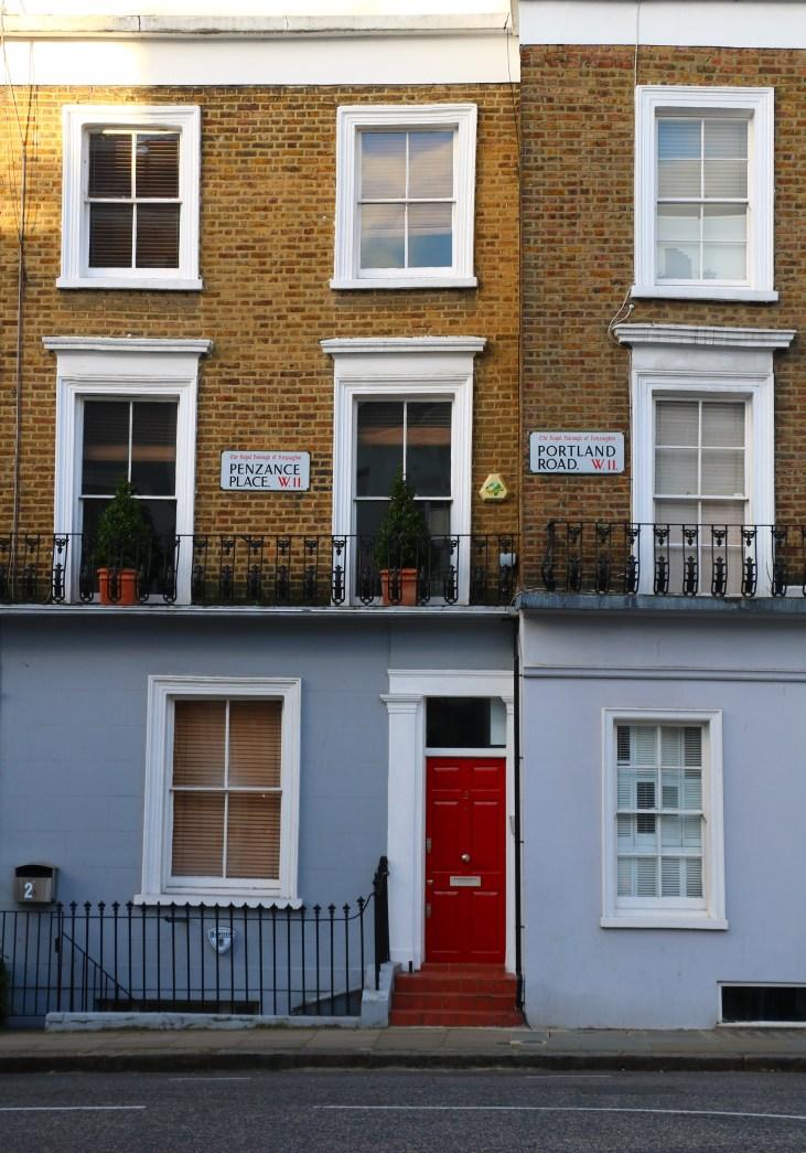 Wiktoriańskie kamienice-czerwone drzwi-pastelowe fasady-Portland Road-Londyn-okolice-Pottery Lane