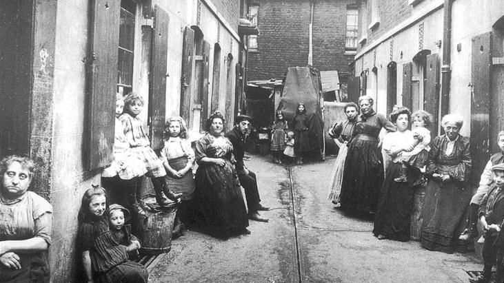 Whitechapel-Alley-London-East-End