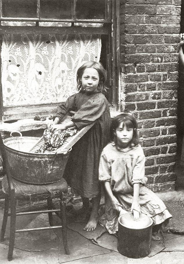 Dzieci-na-ulicach-Whitechapel-East-End-London