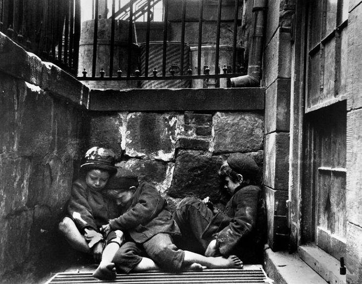 Mulberry-Street-chlidren-Whitechapel-London-1890