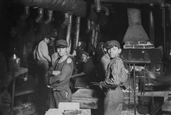 Praca-dzieci-wiktoriańska-fabryka-szkła-Anglia