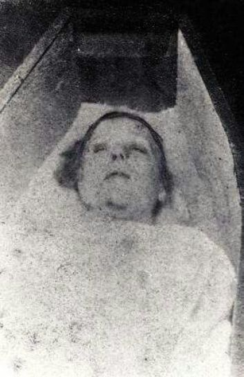 post-mortem-Mary-Ann-Nichols-Kuba-Rozpruwacz-Whitechapel-Londyn