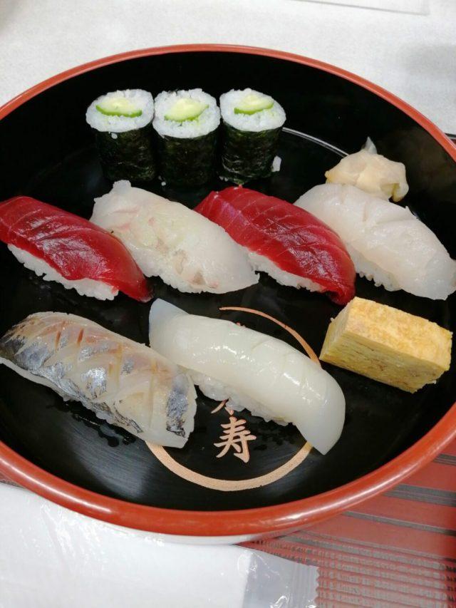 たち寿司(たちずし)とは?立ち寿司と書く?