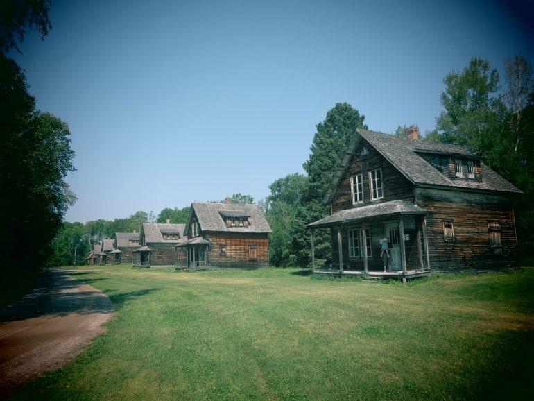 maisons en bois - Val Jalbert ( Québec)