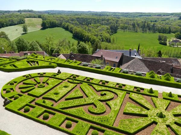 jardin du château de Hautefort en Dordogne
