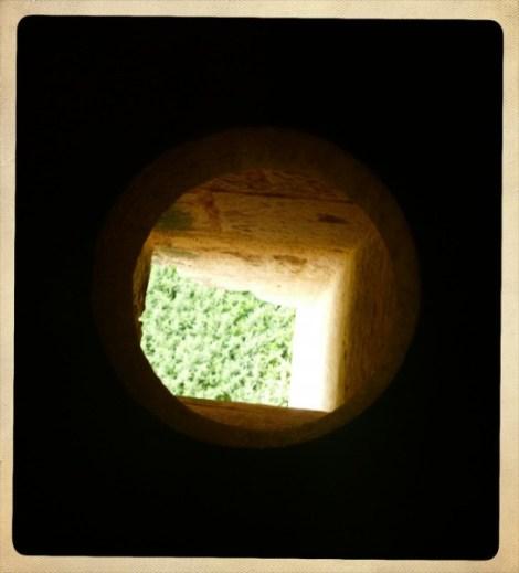 toilettes médiévales du château de Biron en Dordogne