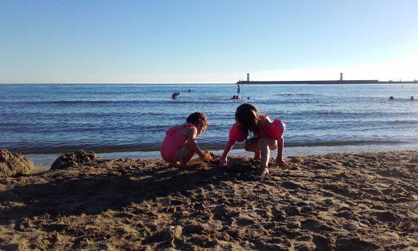 enfant sur la plage du Grau d'Agde
