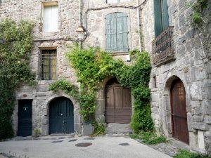 maisons en pierre de lave - Agde