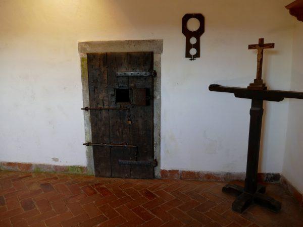 porte qui donne sur le gouffre où étaient jetés vivants les ennemis du château de Predjama