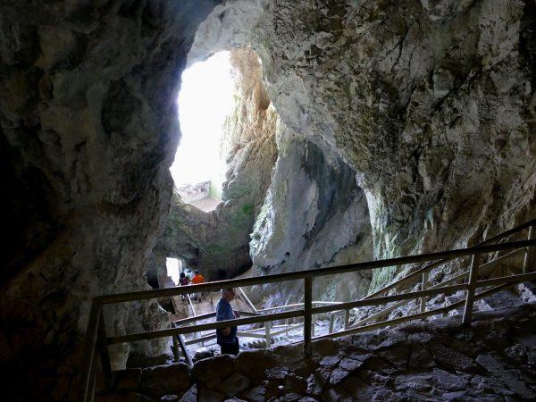 grotte à l'arrière du château de Predjama