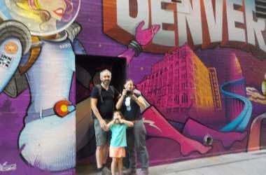 en famille dans les rues de Denver