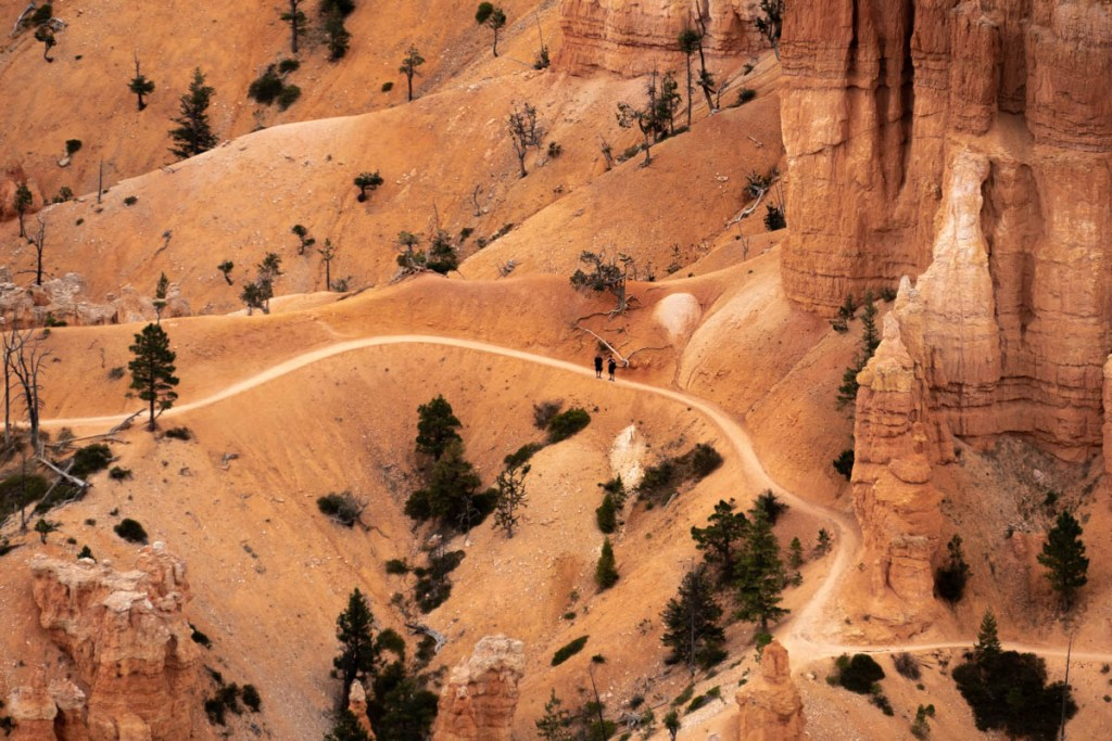 randonneur dans bryce-canyon-inspiration-point