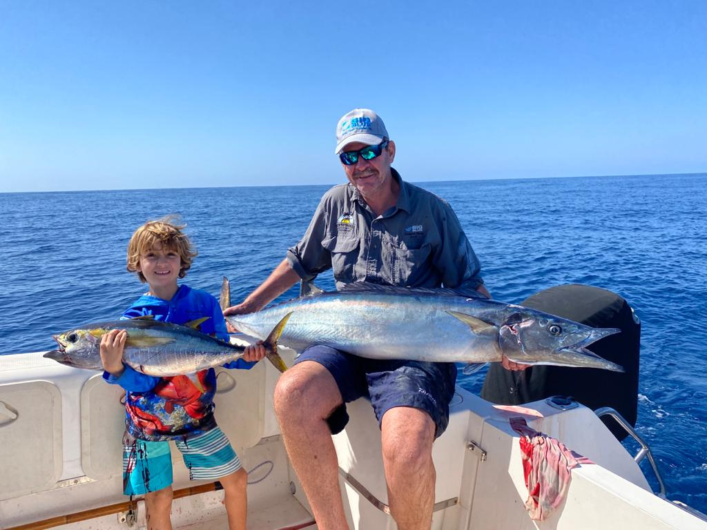 Mozambique SportFishing – Triple hookup with Pieter Du Plessis catching a 22-kg wahoo and Duarte Jnr. a +-8 kg YFT on spinning tackle…a fish that, as he later put it; Really hurt my nuts!!!!!